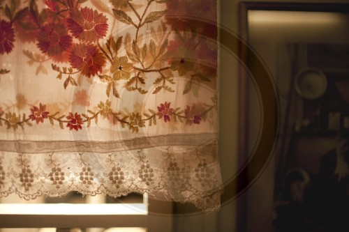 Bestickte Gardine | Embroidered Curtain
