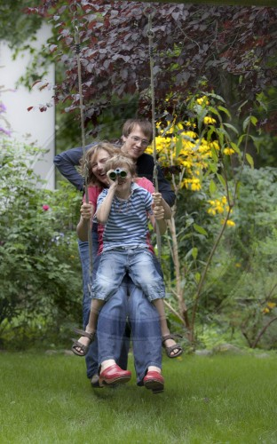 Famile im Garten |  Family in the garden
