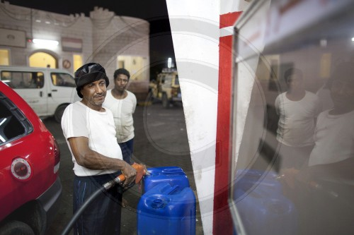 Tankstelle in Aden | Filling station in Aden