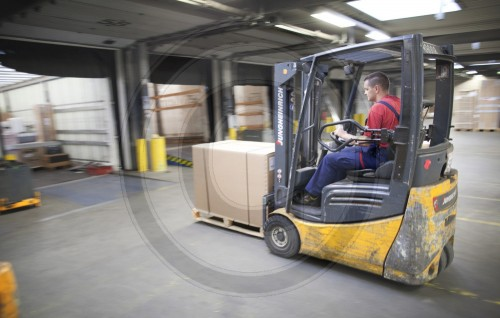 Forklift in the storage space, a shipping hub at a transport company in Berlin, Germany. 08.06.2011. MODEL RELEASE available.